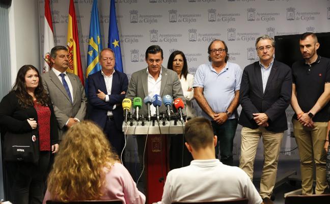 La Corporación local rechaza la violencia ultra y arropa a IU tras la denuncia de un hincha radical