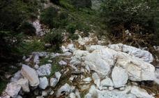 El argayo de Arenas destroza más de tres kilómetros de la calzada romana