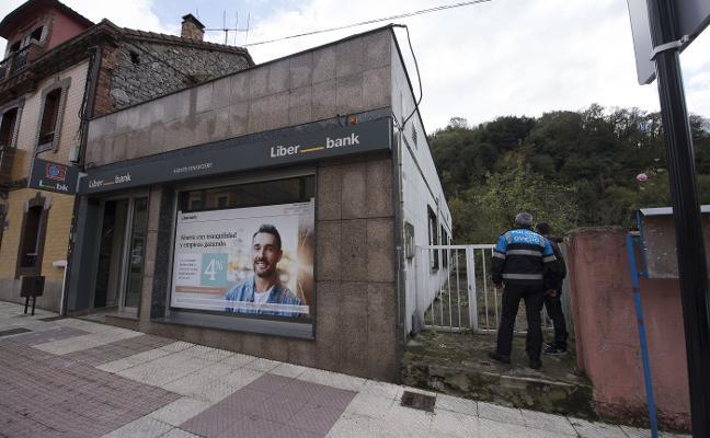 La Guardia Civil detiene a una banda de kosovares que robó 188.000 euros en un banco de Olloniego