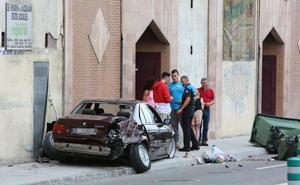 Un aparatoso accidente en la calle de El Muelle se salda sin ningún herido