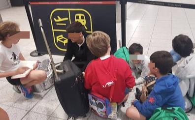 «Tenían que habernos dado preferencia al ir con menores», dice la responsable del grupo de niños que quedó en Londres por 'overbooking'