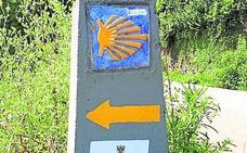 Aparece en Villaviciosa una señalización falsa del Camino de Santiago
