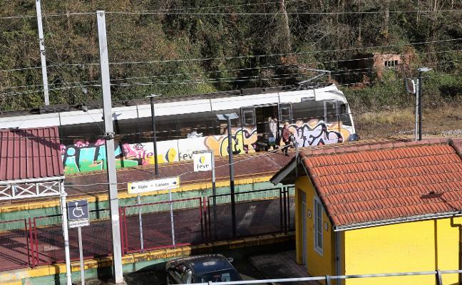 La mayor caída de Feve se da entre Gijón y Laviana, que pierde la mitad del pasaje
