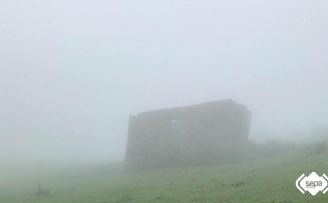 Localizan a un montañero desorientado por la niebla en el entorno del Picu Pienzu