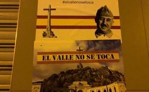 Podemos formaliza la denuncia por los carteles franquistas pegados en su sede