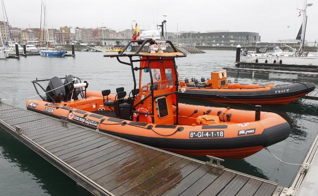 Cruz Roja estrena una embarcación que puede rescatar hasta 18 personas