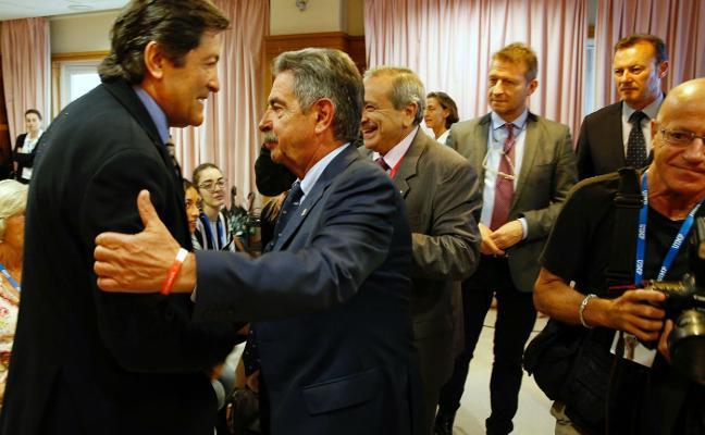 Fernández no ve «realista» reformar la Constitución y rechaza la «plurinacionalidad»