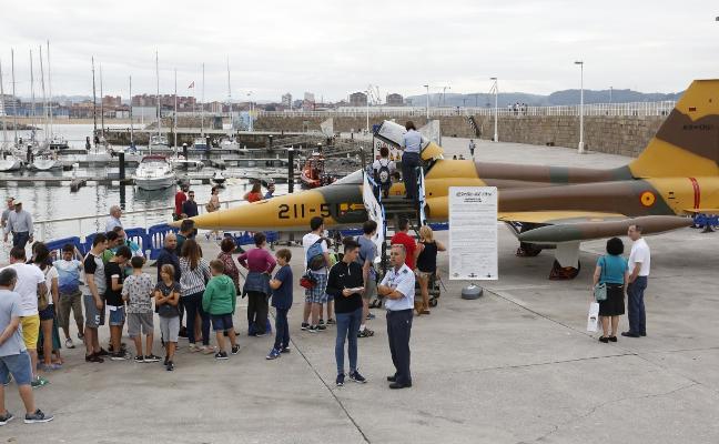 Unas 5.000 personas a los mandos del F-5 y el 'Phantom'