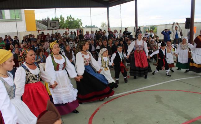 El cariñoso recuerdo a Almudena Torres inaugura las fiestas de Quintes