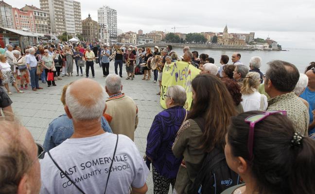 Los bañistas habituales piden soluciones urgentes porque la playa «da asco»