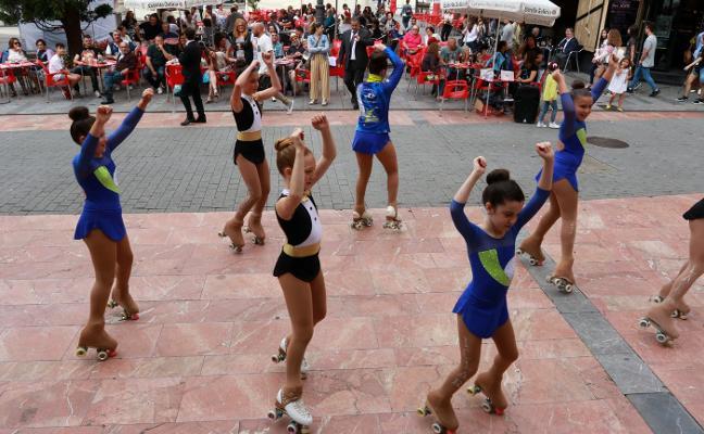 La exhibición de gimnasia rítmica brilla en las fiestas de Santiago de Sama