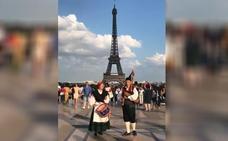 El himno de Asturias suena en París