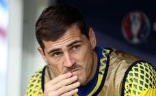Iker Casillas no se cree que el hombre llegara a pisar la Luna y desata la polémica en Twitter
