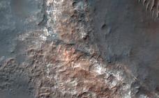 Hallado un lago de agua líquida bajo el hielo de Marte