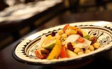 Ensalada templada de legumbres, bacalao confitado, higos y un pil pil de naranja