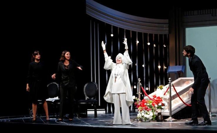 Concha Velasco llena el Teatro Campoamor