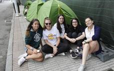 Acampada para ser las primeras en ver el concierto de 'Operación Triunfo' en Gijón