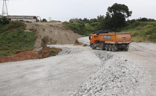 El vial a la ZALIA está al 13% y encara la ejecución del puente sobre el Pinzales