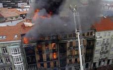 El TSJA rechaza indemnizar a la familia de Eloy Palacio, fallecido en el incendio de la calle Uría de Oviedo