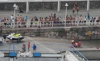 Un menor, a punto de ahogarse en la playa de Poniente, en Gijón