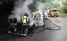 Arde una furgoneta en Llanera