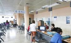 CC OO denuncia el «colapso» de las oficinas del DNI en Luarca y Langreo