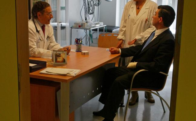 Los médicos proponen eliminar la jubilación a los 65 años ante la escasez de facultativos