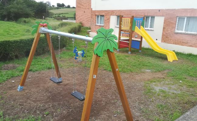 El Ayuntamiento crea dos parques infantiles en Poreñu y San Justo