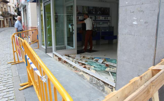 Asaltan una tienda de telefonía móvil de Villaviciosa por el método del alunizaje