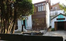 El Ayuntamiento precinta y corta el suministro de la casona de El Carmen