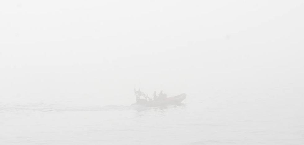 Rescatan a una mujer que se introdujo vestida en aguas de la playa de San Lorenzo