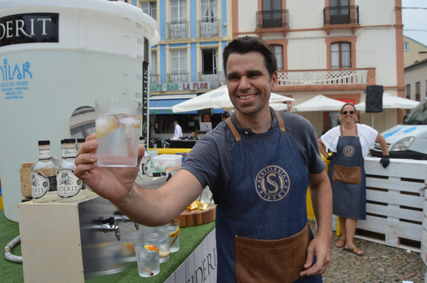 Récord en Vegadeo: 750 litros de gintonic y 3.000 copas