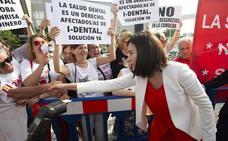 Los afectados por el cierre de iDental logran un gesto de apoyo de Montón