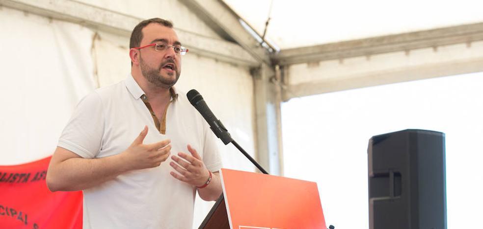 Barbón: «Un tirano como Franco no merece estar enterrado en un espacio público»