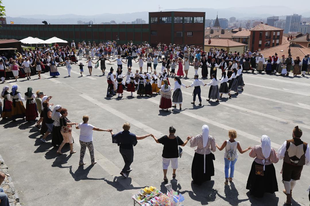 Gijón festeja el Día de Asturias