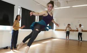 La pasión por la danza une a varias generaciones en la Factoría