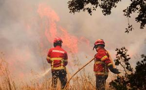 El incendio del Algarve luso avanza descontrolado por quinto día consecutivo
