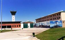 Trasladados de Asturias a Vizcaya dos presos de ETA desvinculados de la banda