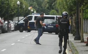 La Policía retira tres artefactos con material inflamable de un domicilio de Gijón