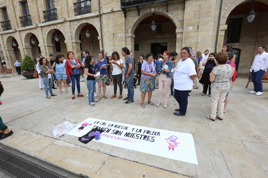 Apoyo a la edil avilesina Llarina Fernández tras la filtración de sus datos personales