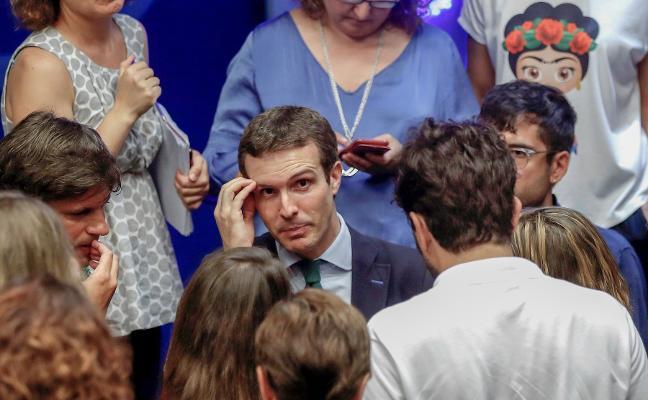 El PSOE y el PP se enzarzan en Asturias por el máster de Pablo Casado