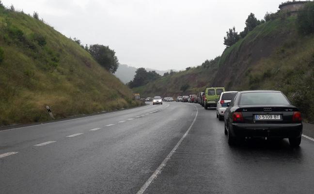 Los conductores se quejan por los atascos diarios en El Empalme