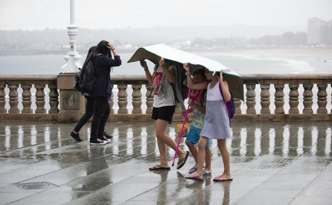 Rachas de viento de 98 kilómetros por hora e intensas lluvias azotaron Asturias