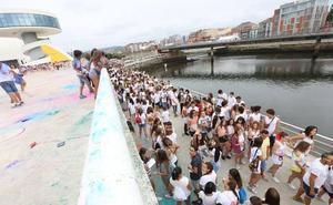 La UCE denuncia la prohibición de acceder con comida y bebida a la Holi Party del Niemeyer