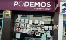 Un juzgado de Gijón considera libertad de expresión empapelar una sede de Podemos con carteles que aludían a Franco
