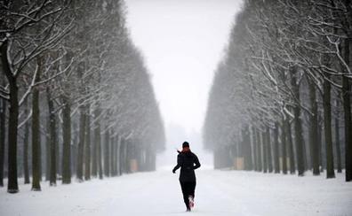 El ejercicio mejora la salud mental, pero más de tres horas al día son perjudiciales, según un estudio