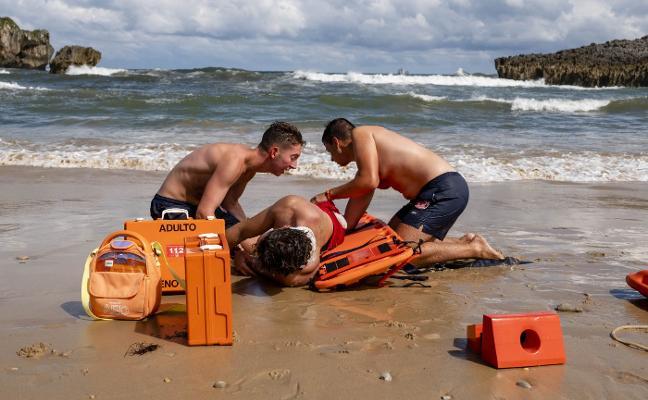 Cuatro minutos para salvar una vida en la playa de Toró