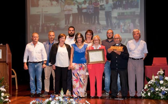 Los vecinos de Piantón recogen el galardón 'Vegadense del Año'