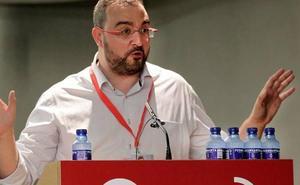 «¡No nos callarán!», responde Barbón a la pegada de carteles franquistas en sedes del PSOE