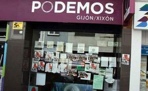 La sede de Podemos Gijón, de nuevo empapelada con pasquines fascistas